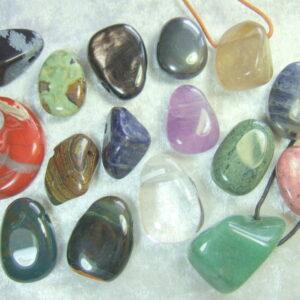 Steine gelocht für Lederband